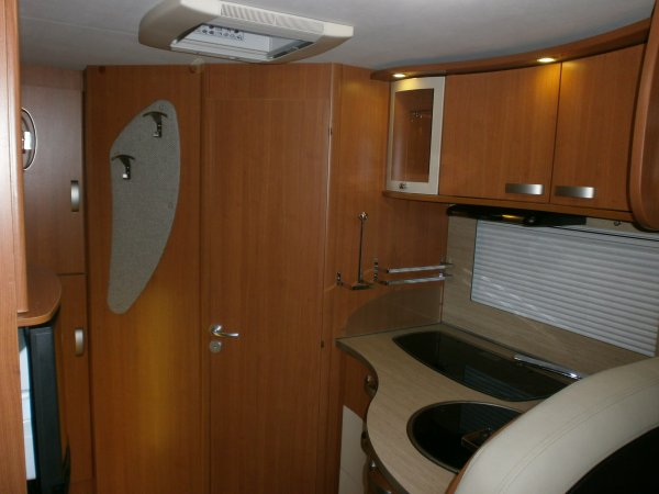 pilote g 640 camping car int gral orl ans caravane services 45. Black Bedroom Furniture Sets. Home Design Ideas